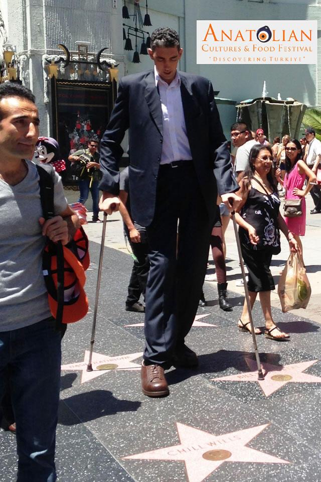 worlds-tallest-living-man