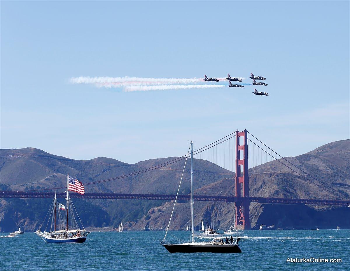 San Francisco'da Mavi Melekler, Golden Gate ve Alcatraz üzerinde uçtu
