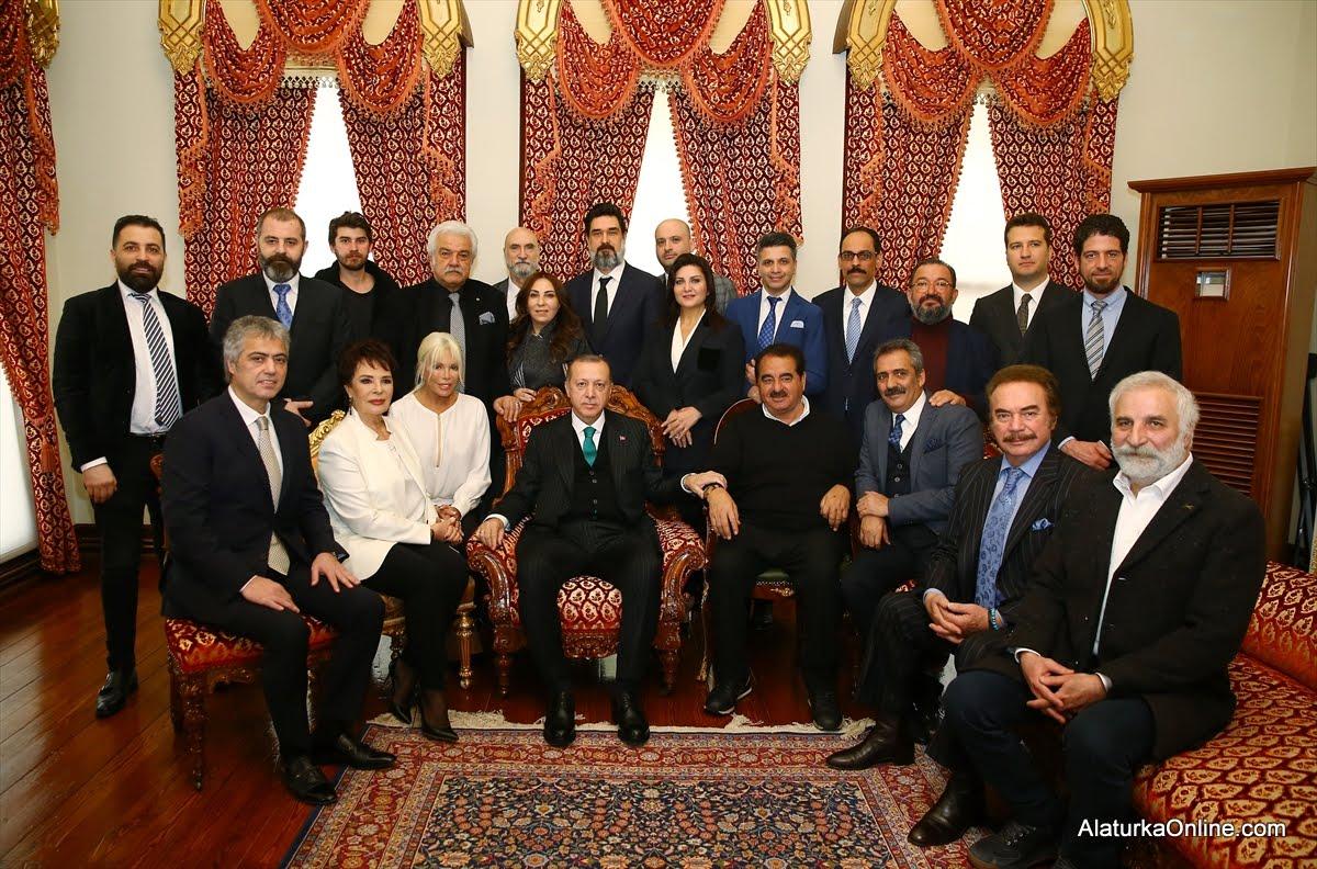 Cumhurbaşkanı Erdoğan Sanatçılarla Doğumgününü Kutladı