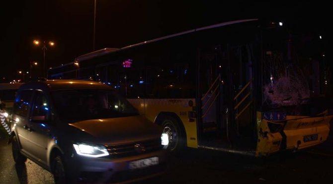 İETT otobüsüyle otomobil çarpıştı: 3 yaralı