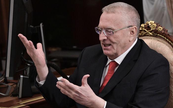 Jirinovskiy'den Trump'a Senato'daki azil süreci başarısına kadeh kaldırma teklifi