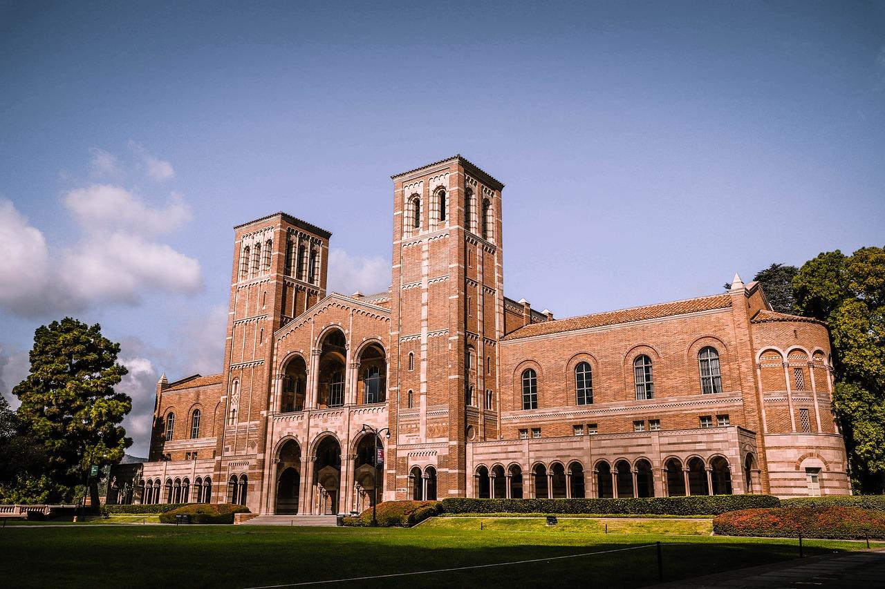 UCLA'deki eğitime Coronavirus nedeniyle ara