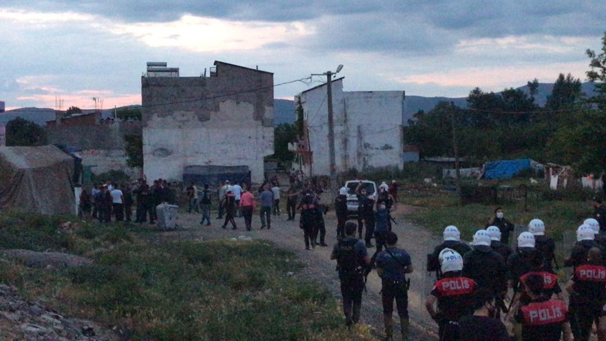 Son dakika… Bursa'da silahlı çatışma: 1 polis memuru şehit oldu, 5 kişi yaralı!