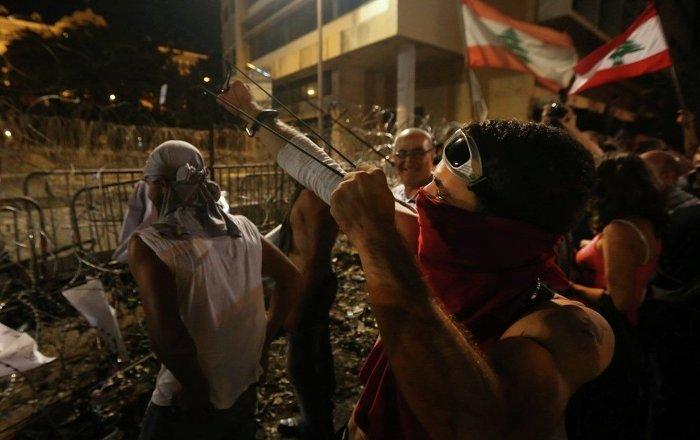 ABD'nin Beyrut Büyükelçiliği önünde, 'ABD'nin ülkenin iç işlerine müdahalesi' protesto edildi