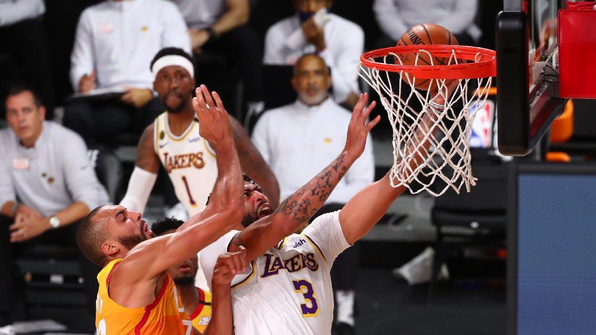 Anthony Davis coştu, Los Angeles Lakers ilk sırayı garantiledi!