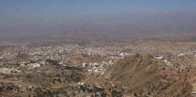 الحوثيون يخترقون جبهة جبل العلق المطل على معسكر ماس