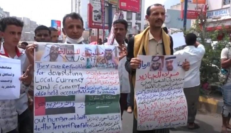 Photo of احتجاجات في تعز تدين انقلاب سقطرى وتوجه 3 مطالب للحكومة
