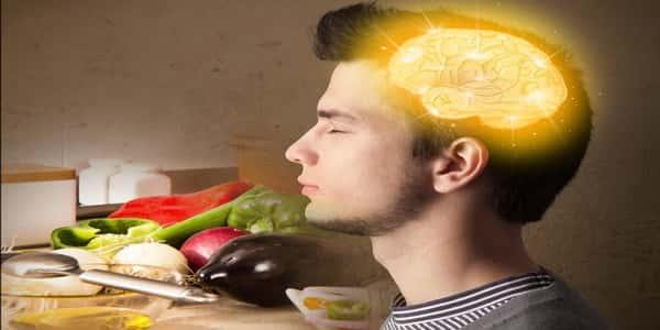 أفضل الأطعمة لتقوية الذاكرة والقدرة على التركيز أثناء الإمتحانات