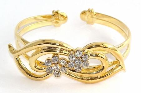 الأساور الذهب في المنام للمتزوجة