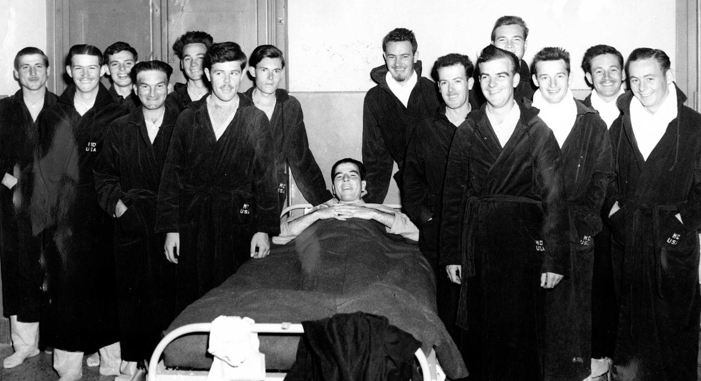 Harold Hayes, il quarto da destra, in parte oscurato