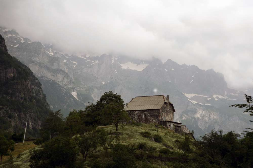 Le Alpi albanesi, Theth 100 villaggi