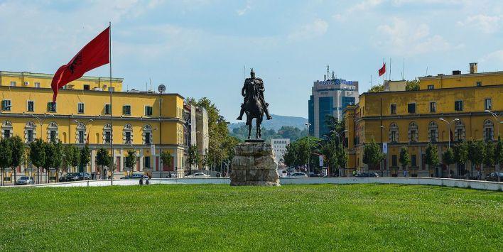 Piazza Scanderbeg, Tirana
