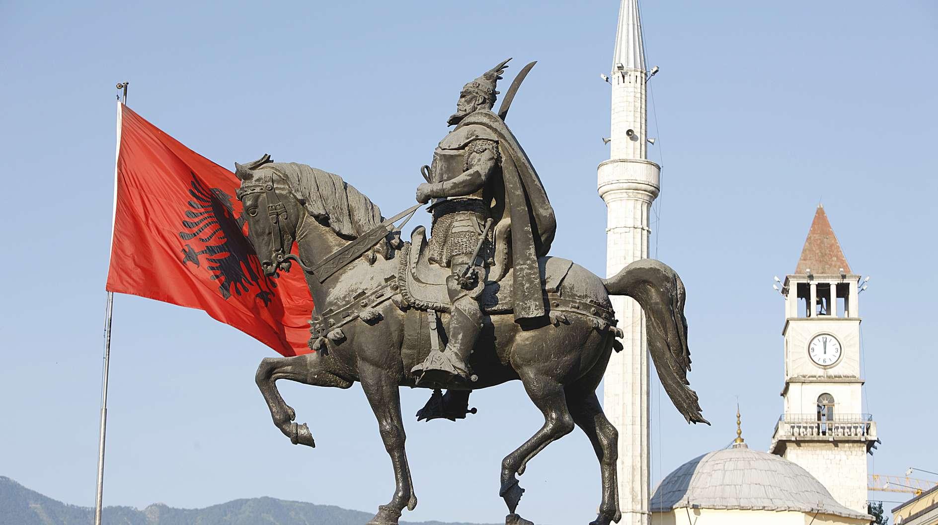 Piazza Scanderbeg Tirana