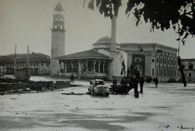 Liberazione di Tirana il 17 Novembre 1944 opt