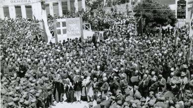 17 Novembre 1944 Tirana, 1941. L'accoglienza riservata a Vittorio Emanuele III, Re di Albania per il periodo 1939-1943, da parte della popolazione tiranese.
