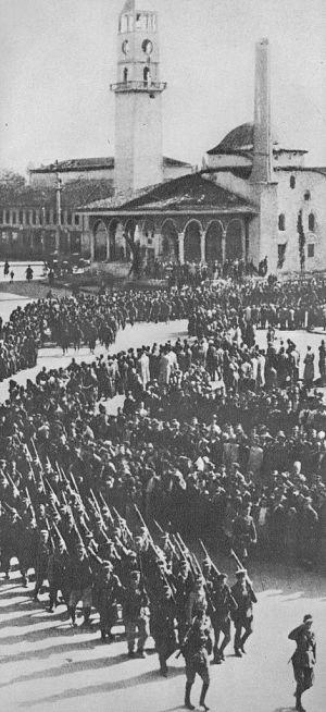 Parata per la liberazione di Tirana il 17 Novembre 1944