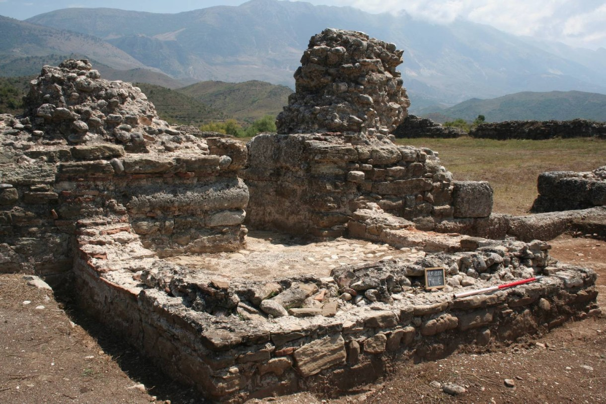 Porta Ovest a Paleokaster Fortezze Romane in Albania