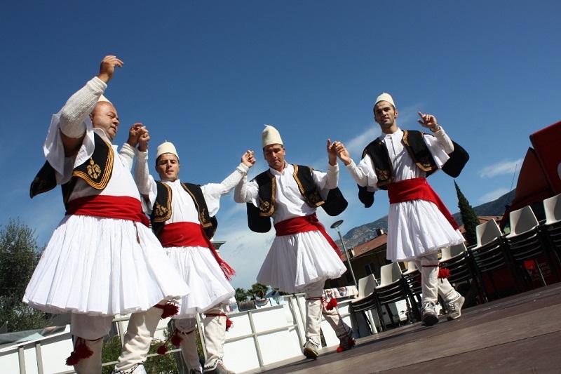 Identità ed estetica attraverso l'arte dell'abbigliamento popolare albanese