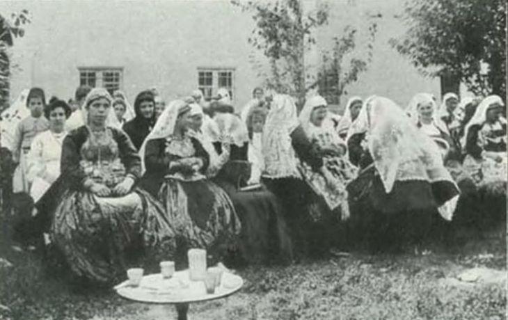 Donne cattoliche albanesi