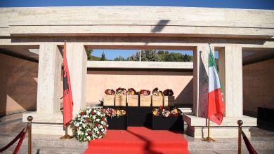 Veliaj Gjate Ceremonise Se Rivarrosjes Se 6 Ushtareve Italiane Ne Varrezat Murale Te Sharres 3