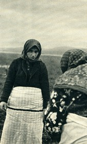 GM014: Woman in mourning, near Shkodra (Photo: Giuseppe Massani, 1940).
