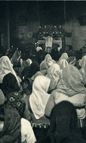 GM016: Catholic women at mass in Shkodra (Photo: Giuseppe Massani, 1940).