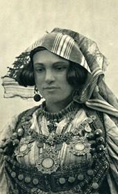 GM019: Female costume from around Shkodra (Photo: Giuseppe Massani, 1940).