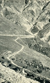 GM082: Serpentines on the road to Himara, taken from Llogara Pass (Photo: Giuseppe Massani, 1940).