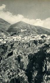 GM087: The village of Dhërmi in Himara (Photo: Giuseppe Massani, 1940).