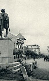 GM100: Statue of guerrilla fighter Themistokli Gërmenji (1871-1917) on the main street of Korça (Photo: Giuseppe Massani, 1940).