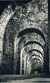 GM115: Vaults in the fortress of Gjirokastra (Photo: Giuseppe Massani, 1940).