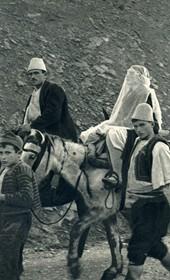 GM118: The veiled bride in a wedding procession near Tepelena (Photo: Giuseppe Massani, 1940).
