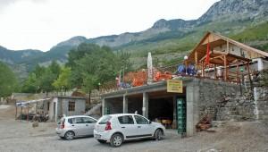 Cafés und Pension in Boga, Albanien