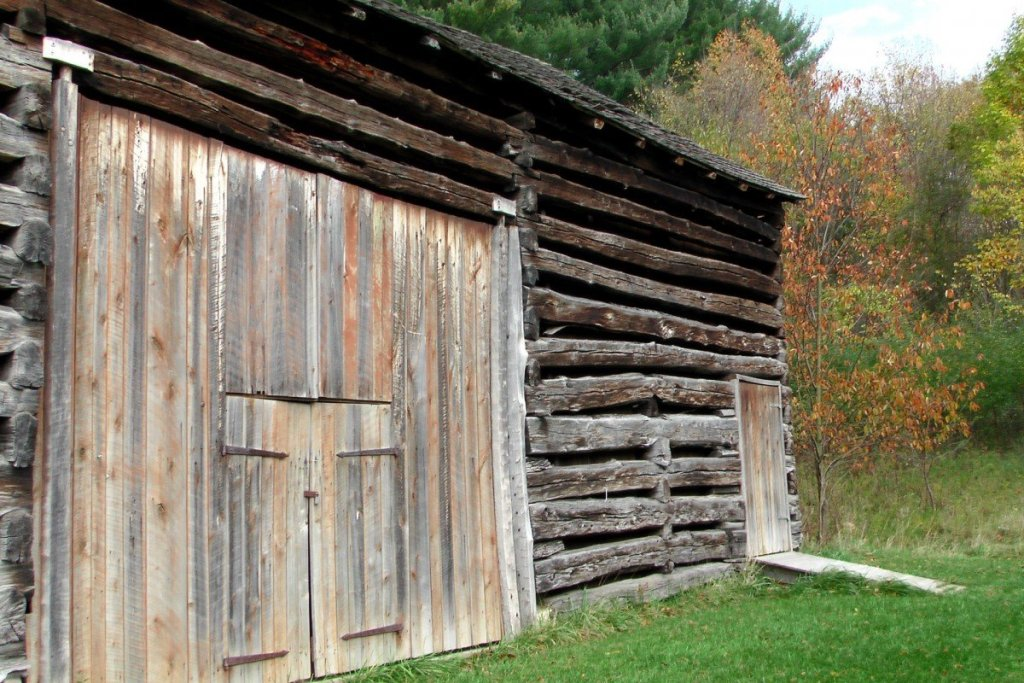 barnwood-old-wooden-barn