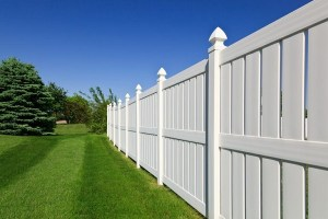 How a Vinyl Fence Can Be Customized