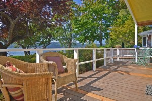Ways to Accessorize Your Deck For Fall