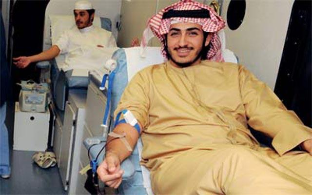 زايد بن سلطان بن خليفة يتبرع بالدم لمرضى الثلاسيميا البيان