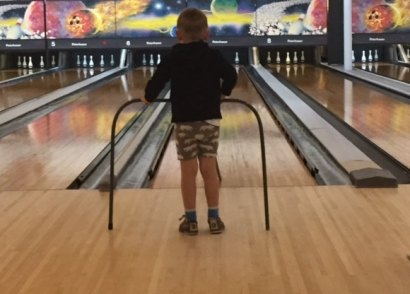 Kids can bowl for free all summer long. We tell you how!