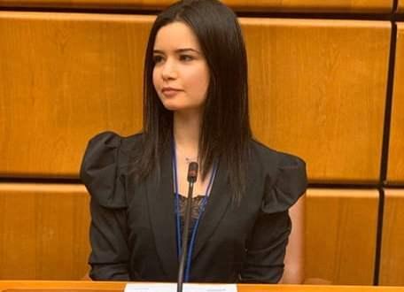 شابة تونسية ضمن فريق وكالة الفضاء الافريقية