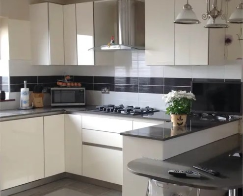 Black gloss worktops with white kitchen cabinets