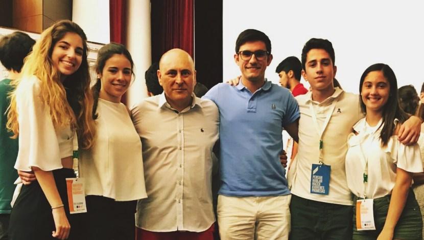 Izq. Ana Belén Villegas, Adriana García, Javier-Eladio, José Luis Escobar, y a la derecha, Quique Solera y Ana Hidalgo