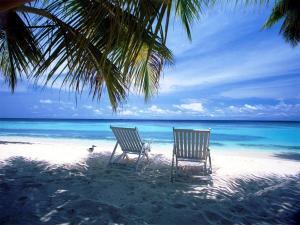 Beach-Scene-Desktop-Wallpaper-White-Sand-Beach (1)