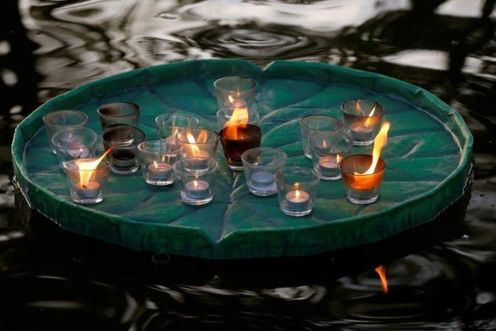 El Atardecer de las Luces en el Cementerio Jardín