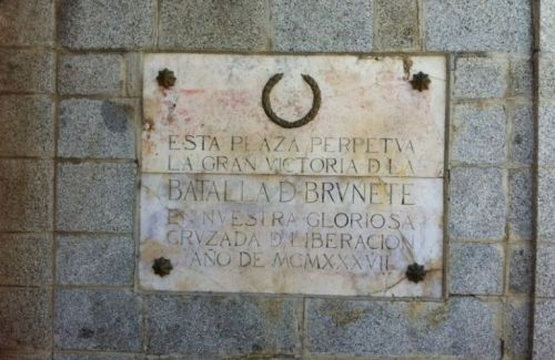 Polémica por los símbolos franquistas de Brunete