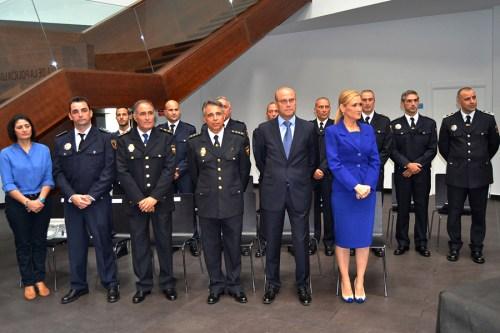 Primeras medallas y condecoraciones concedidas por la Policía Local de Alcalá de Henares para reconocer méritos en el cumplimiento del deber. 2014 Foto de archivo.