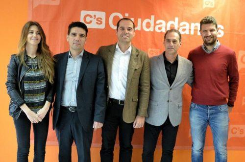 Lezcano posa con Diputados de C´s en la Asamblea de Madrid el 20 de Abril durante el acto de inaugruación de la sede en ÇAlcalá de Henares