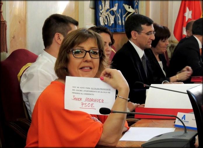 Pilar Fernández Herrador durante el Pleno de Investidura de Javier Rodríguez.