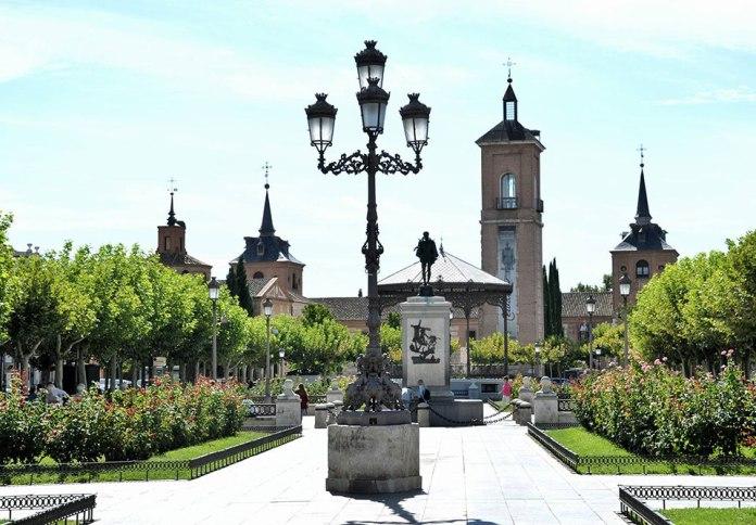 La plaza cervantina en septiembre