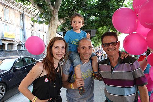 Los padres y hermano de Alex junto a Pablo Mazuelas