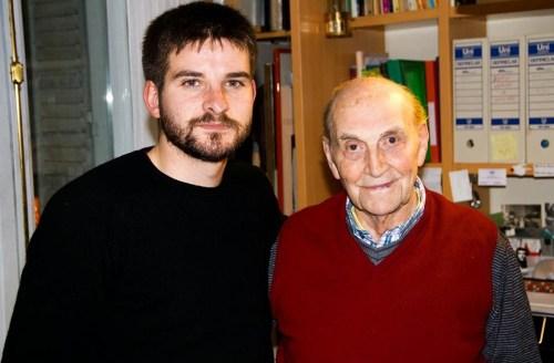(Julián Vadillo con el poeta Marcos Ana, una de las personas que entrevistó, conoció y se amistó con motivo de su tesis doctoral). Foto del blog de http://espiadelbar.blogspot.com.es